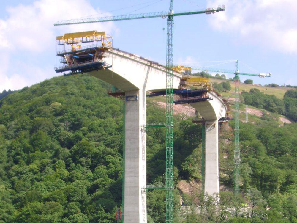 Roberto Revilla Angulo recibe el premio para jóvenes ingenieros IABSE 20101 por el 'Viaducto de Montabliz'.